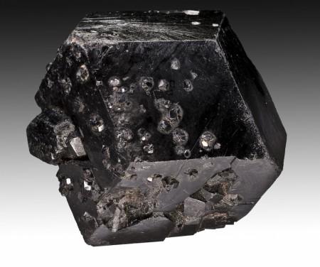 Melanitt Granat (Andraditt)